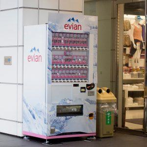 エビアン「自動販売機」デザイン